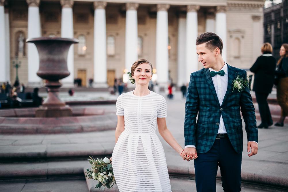 Свадебная фотосессия на театральной площади (фото)