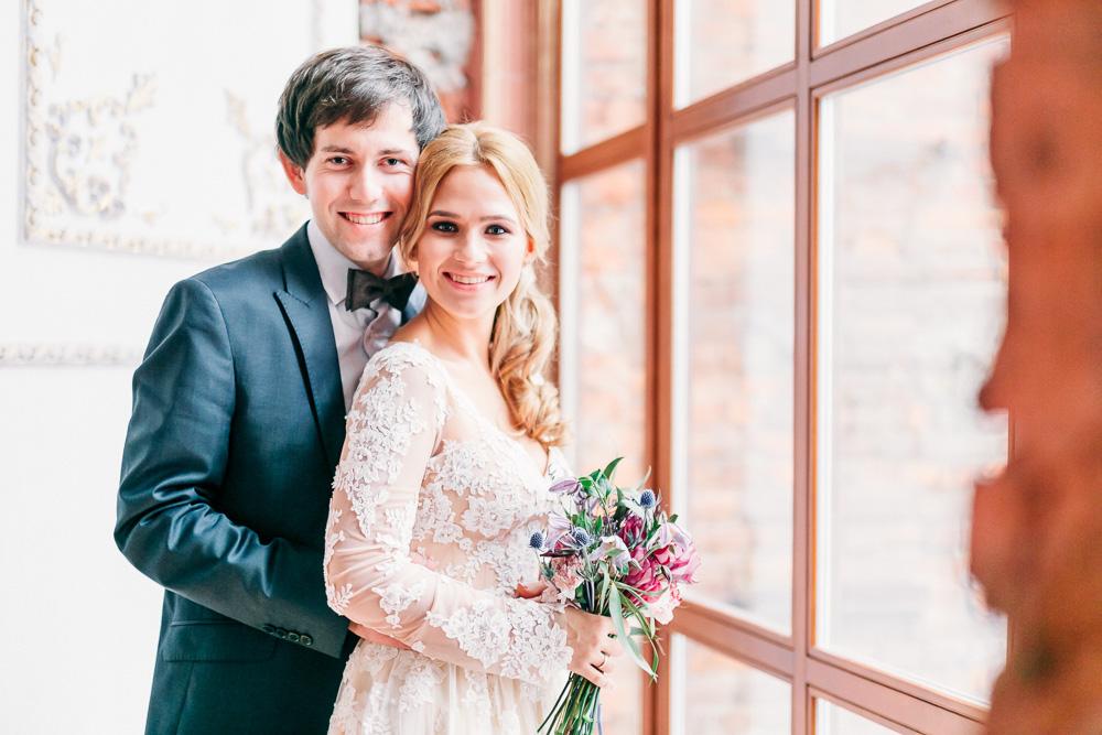 Уютная свадебная фотосессия Рената и Татьяны в интерьерах Famous Studio (фото)