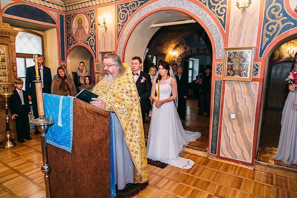 Свадебная прогулка у Храма Христа Спасителя (Патриарший мост) (фото)